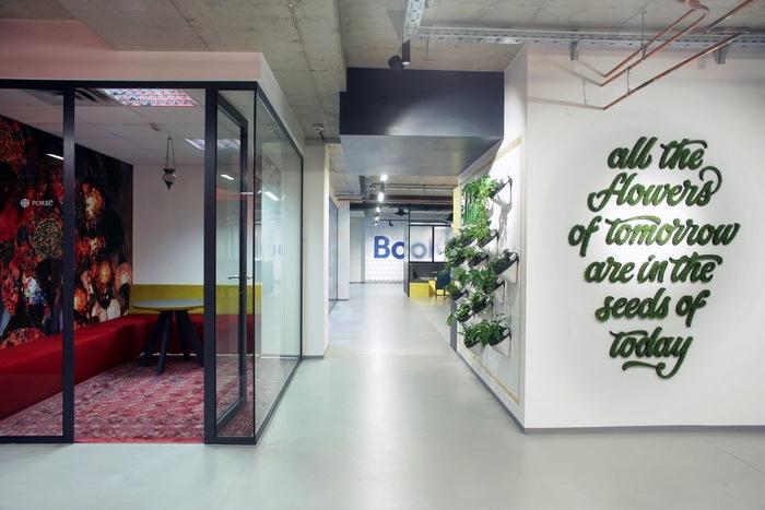bookingcom-office-design-4