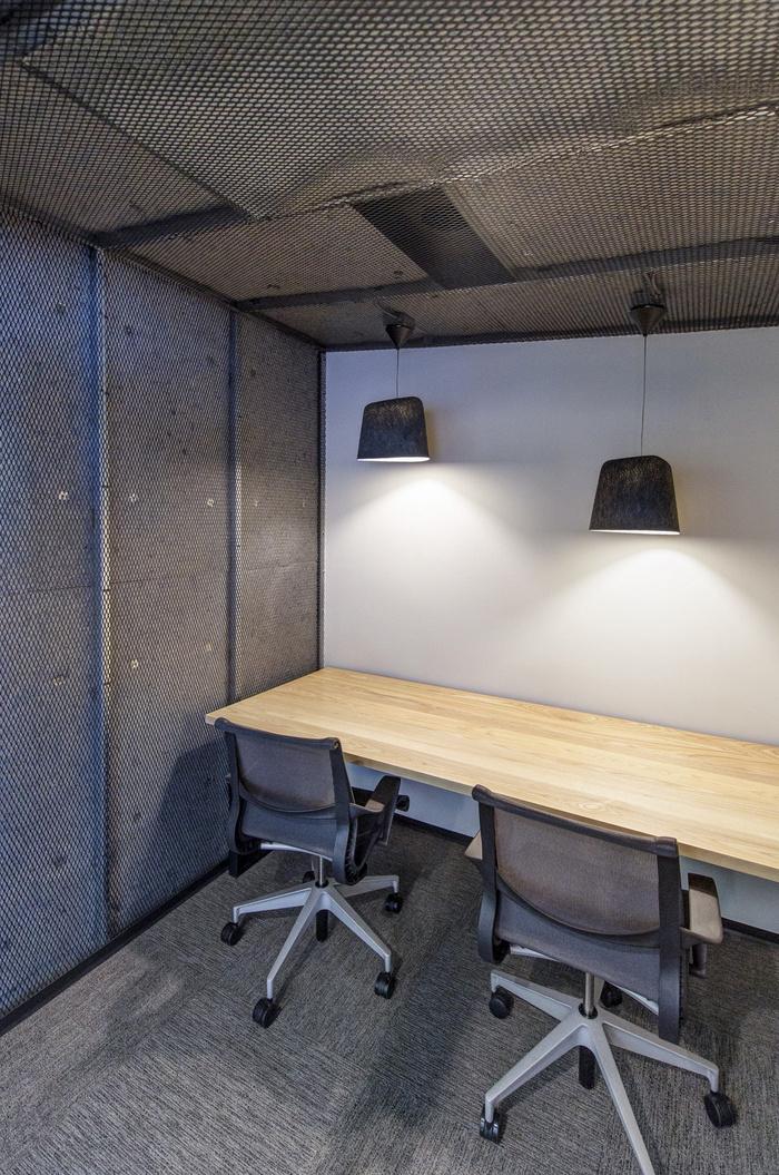 duo-secutiry-office-design-3