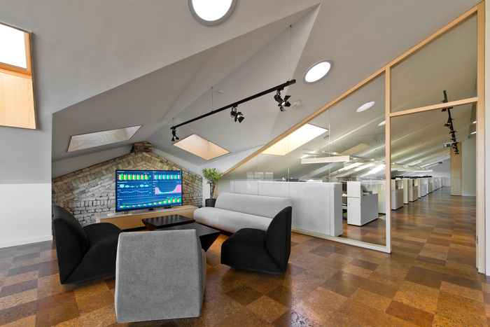 small-planet-airlines-office-design-9