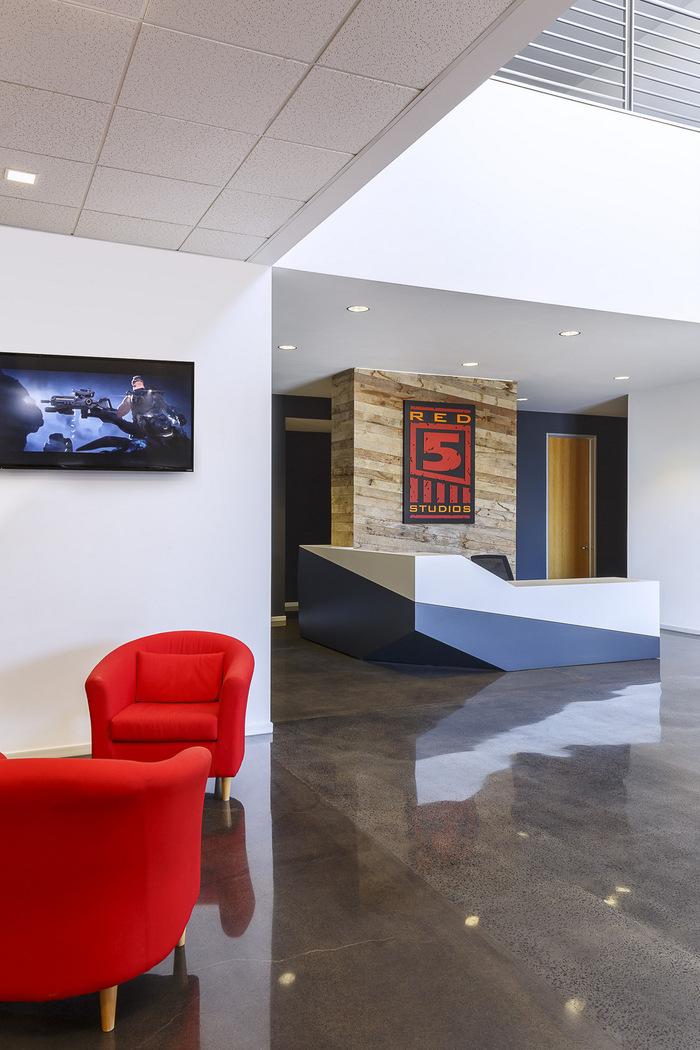red-5-studios-office-design-1