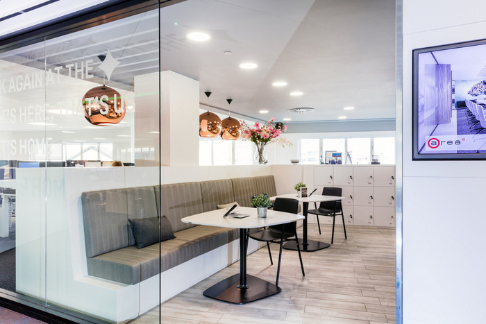 fourfront-group-office-design-3