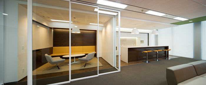 health-insurance-office-design-2