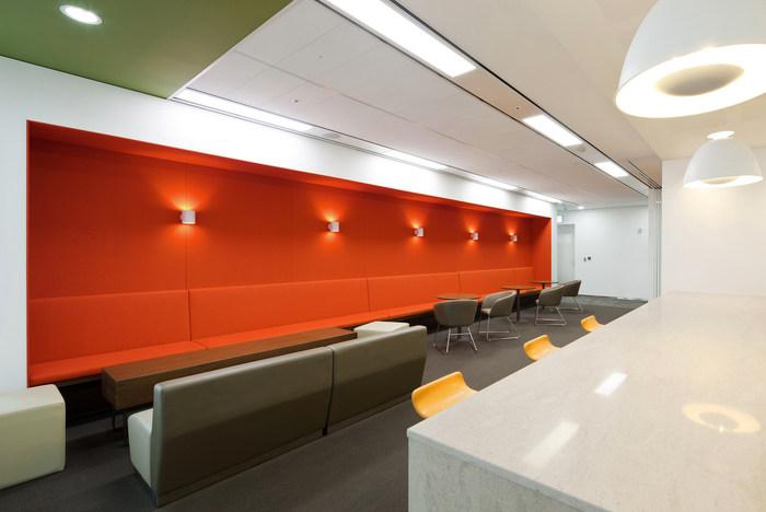health-insurance-office-design-3