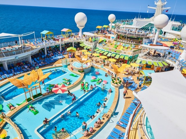 Royal Caribbean Navigator of the Seas pool