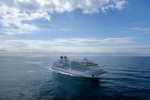 Seabourn Ovation cruise ship at sea