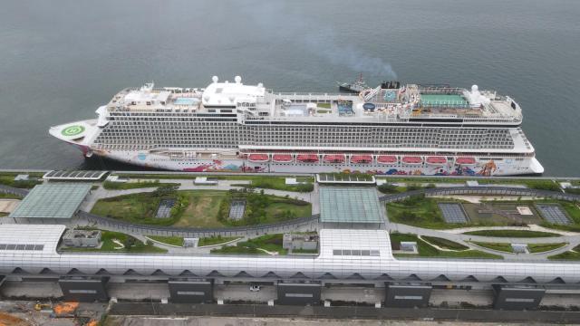 Genting Dream docked