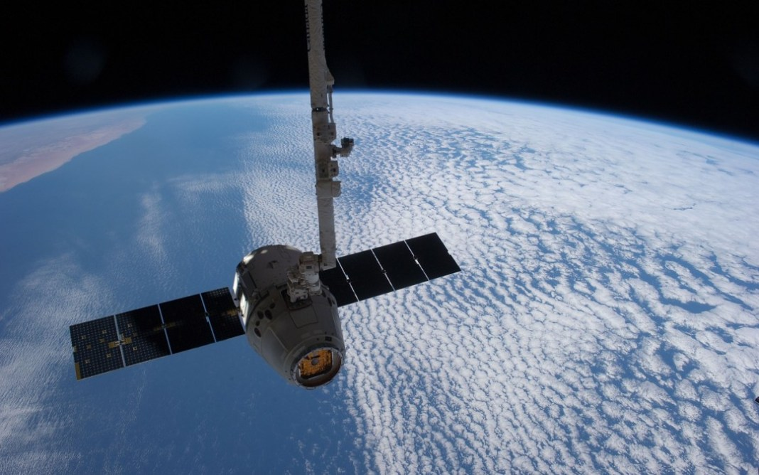 satellite 693280 1280 1080x675 - Spacex Plan:To Launch 4,425 Satellites which Bring the Entire World Online