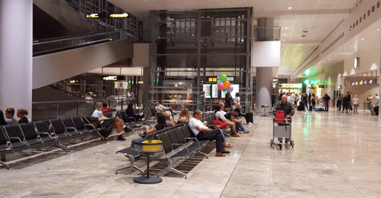 Detenidas en el aeropuerto dos personas que intentaban embarcar a Edimburgo con documentación falsa