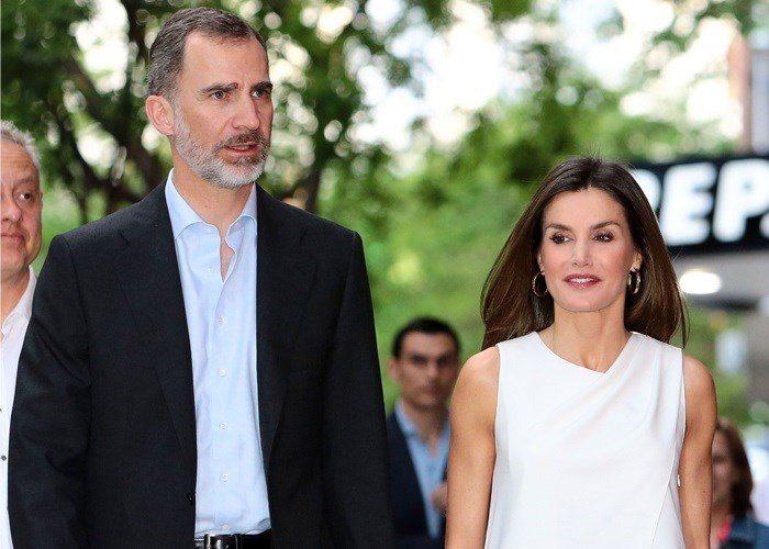 Letizia y Felipe, separados en su aniversario de bodas
