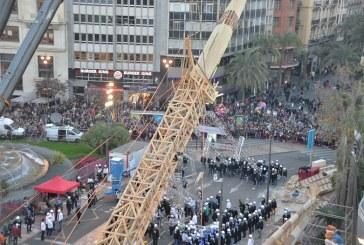 Galería/ Las mejores imágenes de la plantà al tombe de la falla municipal de  #Falles17 por @arturopart1984