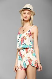 Urban Outfitters. http://www.urbanoutfitters.com/urban/catalog/productdetail.jsp?id=31092240&parentid=W_APP_DRESSES