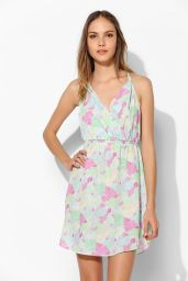 Urban Outfitters. http://www.urbanoutfitters.com/urban/catalog/productdetail.jsp?id=30840896&parentid=W_APP_DRESSES&color=038