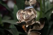 Particolare della spilla Rosa e ape