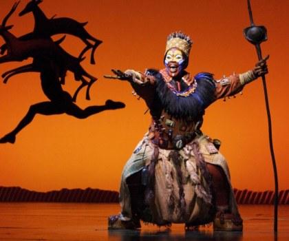 Rafiki en el musical 'El Rey León'
