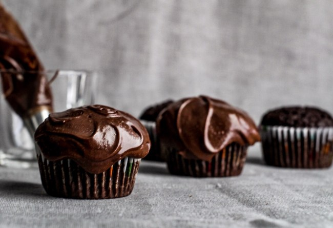 easy-peasy-gf-chocolate-cupcakes