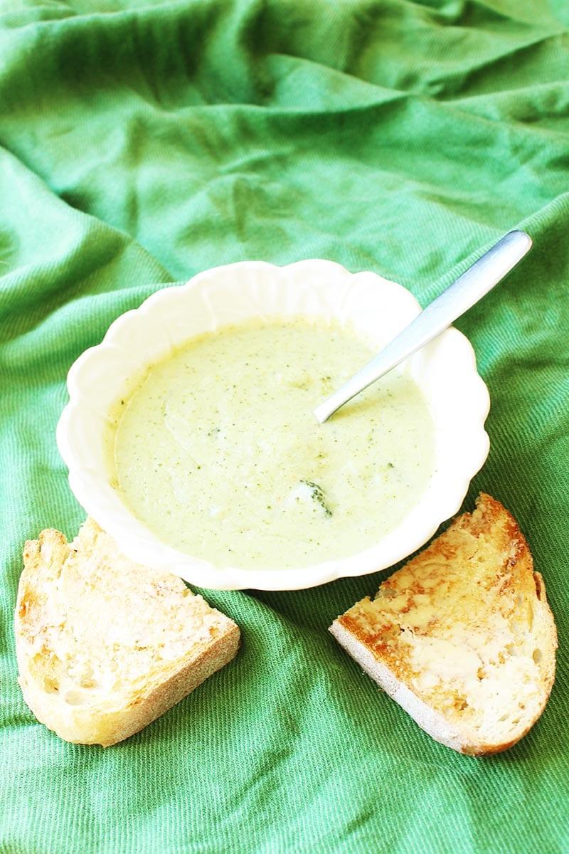 A creamy vegan healthy broccoli soup.