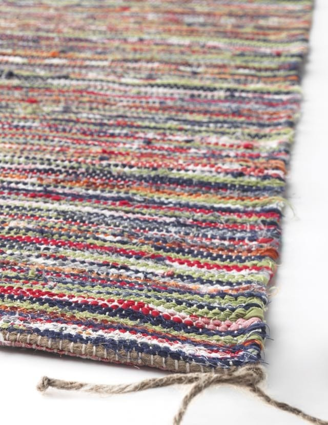 Wondering where to buy eco-friendly home decor? Did you know IKEA has a few green gems. Like this rug made with scraps from the company's bedlinen production.