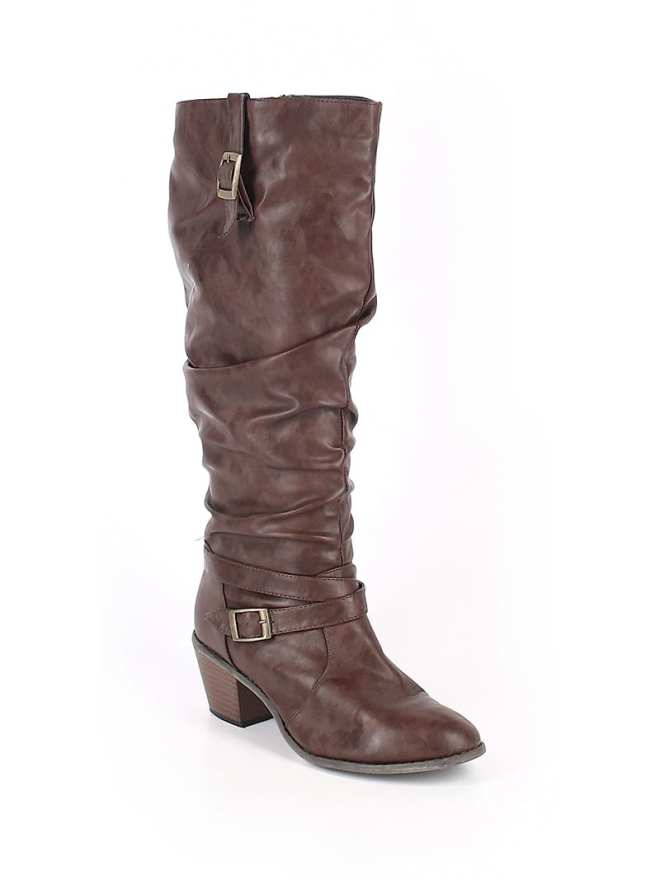 Create customized second hand Halloween costumes with items you can add to your regular wardrobe and wear again! Like these brown boots, which would be perfect for an elf costume.