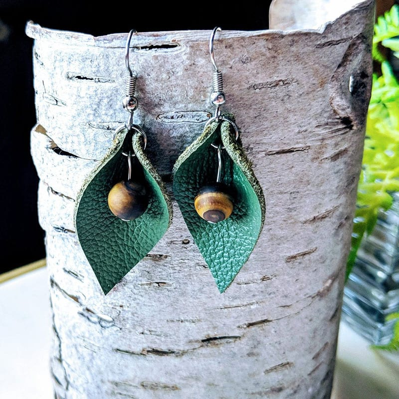 If you love nature and you love jewelry, then there's no question about it - you'll love these nine handmade pieces of nature-inspired jewelry! Like these handmade leaf earrings.