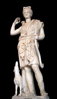 Estátua de Ártemis e seu cão de caça, está na galeria de Candelabri, Vaticano.