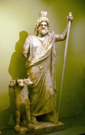 Hades e Cerberus. Imagem de  Aviad Bublil sob licença GFDL et CC-by-3.0