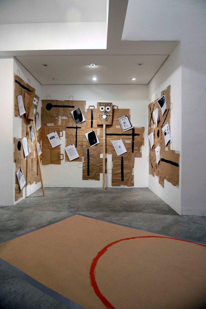 Proposta ao prefeito III, Oficina de Autonomia - Exposição na Galeria Ybakatu, Curitiba/PR, janeiro 2017 - Fotografia Gilson Camargo