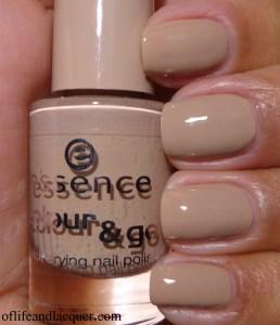 essence Nude It! Swatch