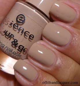 essence Nude It! Swatch