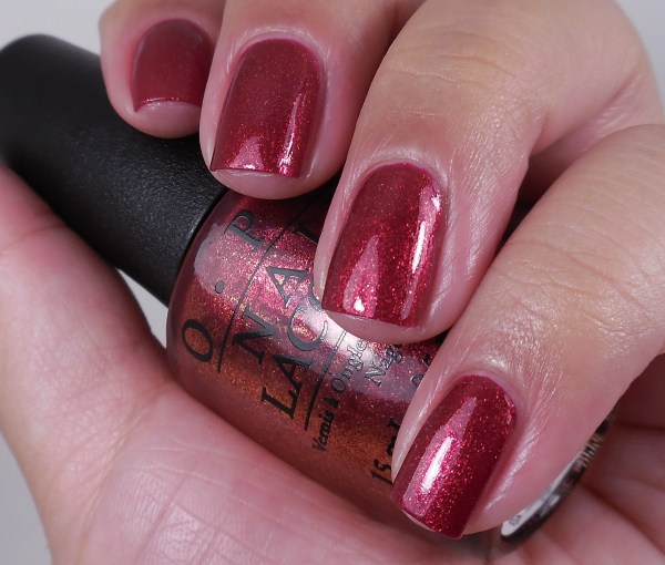OPI Red Fingers And Mistletoes 1