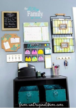 This command center is perfect for helping the kiddos stay organized when it's time to go back to school!