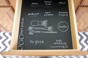 Use chalkboard paint to organize your bathroom drawers.