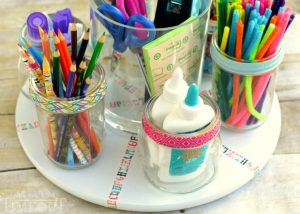I love this mini homework station. SImply place in the middle of the table and the kiddos will have all their school supplies right within reach. Repin for later!