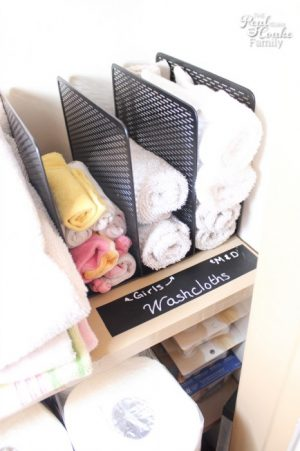 Use a file holder to organize wash cloths in your linen closet. Repin if you think this is genius!