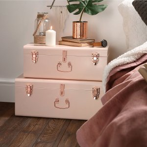 Stack trunks on top of each other. This doubles as a nightstand and additional storage for miscellaneous items in your dorm room. Repin!