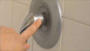 tub cleaner 2 - Her shower never has any mold or mildew. She finally revealed her secret formula and it has the world going crazy.