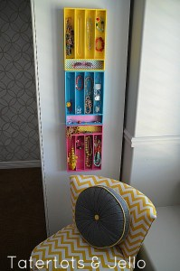 Use a few dollar store utensil trays to make a jewelry organizer. Repin if you think this is genius!