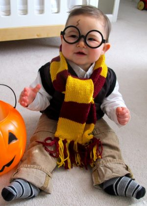 I love this Harry Potter halloween costume for babies. So cute!