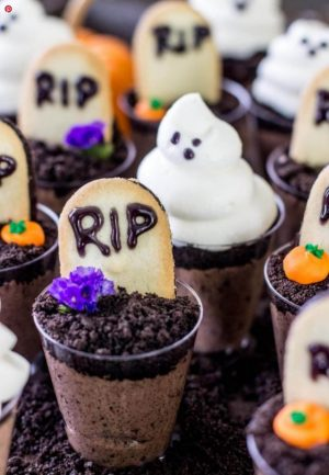 Halloween graveyard dirt cups snacks.