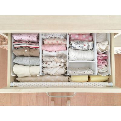 SHE ORGANIZES HER CLOTHES LIKE THIS AND IT LOOKS AMAZING! REPIN!