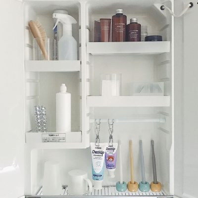 This is an organized medicine cabinet from someone who lives in Japan. She hangs her toothpaste because it creates less mess and makes it easy to squeeze.
