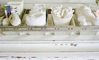 Vintage bread loaf pans turned into bathroom storage for towels and toiletries. Love this idea so much!