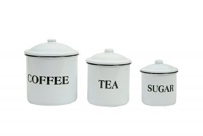 I love this vintage coffe, tea and sugar set for my farmhouse kitchen decor!