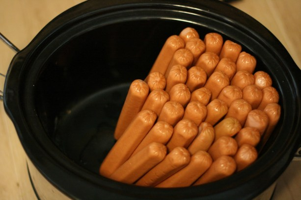 Cook your hotdogs in a crockpot to save time when planning a large party. #summer #crockpot
