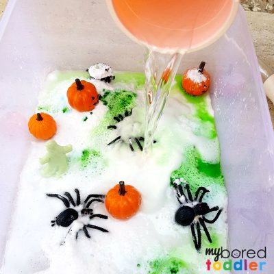 My toddler loved this science sensory bin for Halloween! It's great for individual or group play!