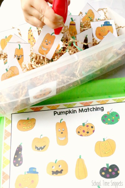 My daughter loved this Halloween sensory bin!