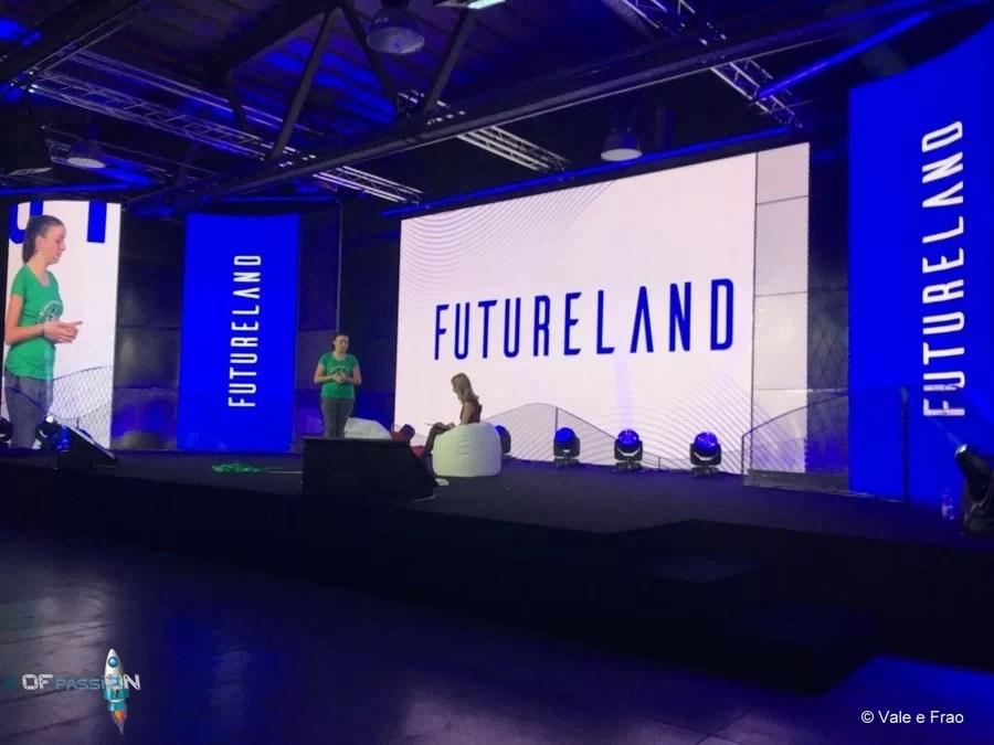 speaker valeria cagnina sul palco di Futureland Milano ofpassion
