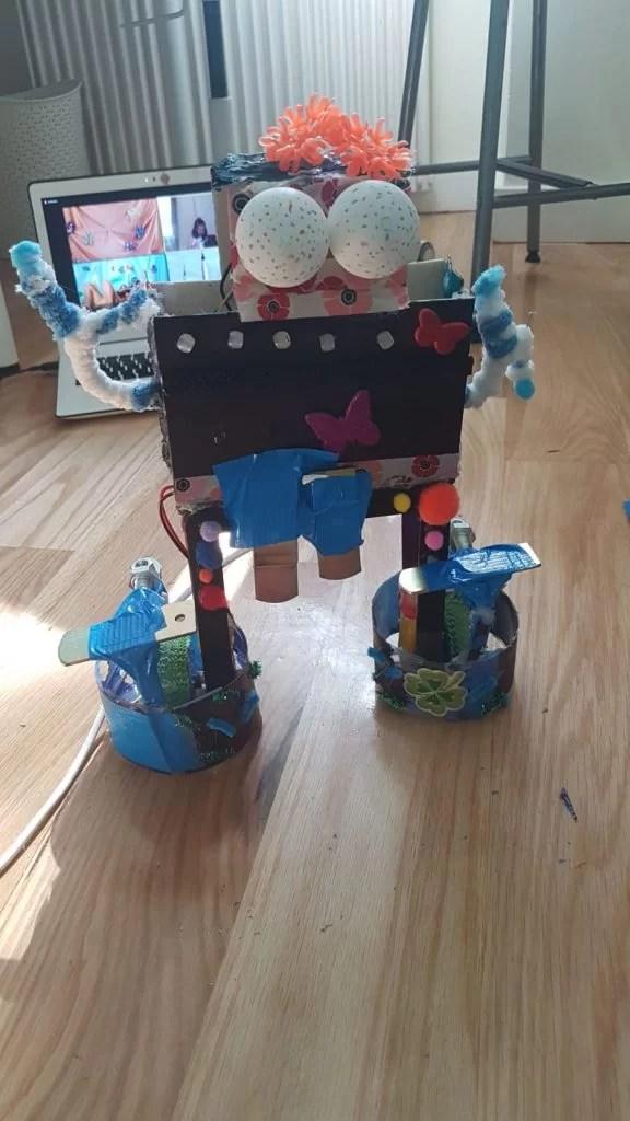 phygital autunno tech robot decorazione creatività