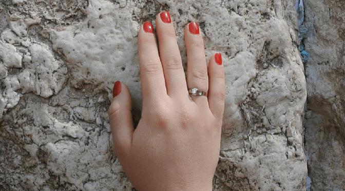 """מורן איפרגן, """"הקיר"""": מה הקשר בין הכותל בירושלים וסיפור על גירושין?"""
