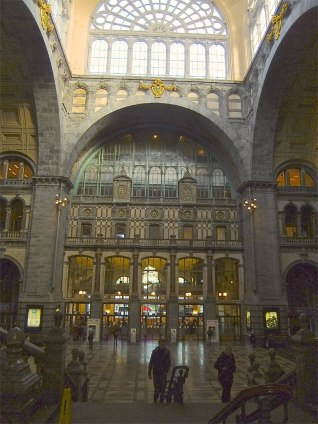 This is not the cathedral: It is the central railway station. Belgium was not always a marginal region within the EU. For some decades, it was mingling among the colonial powers of the world.