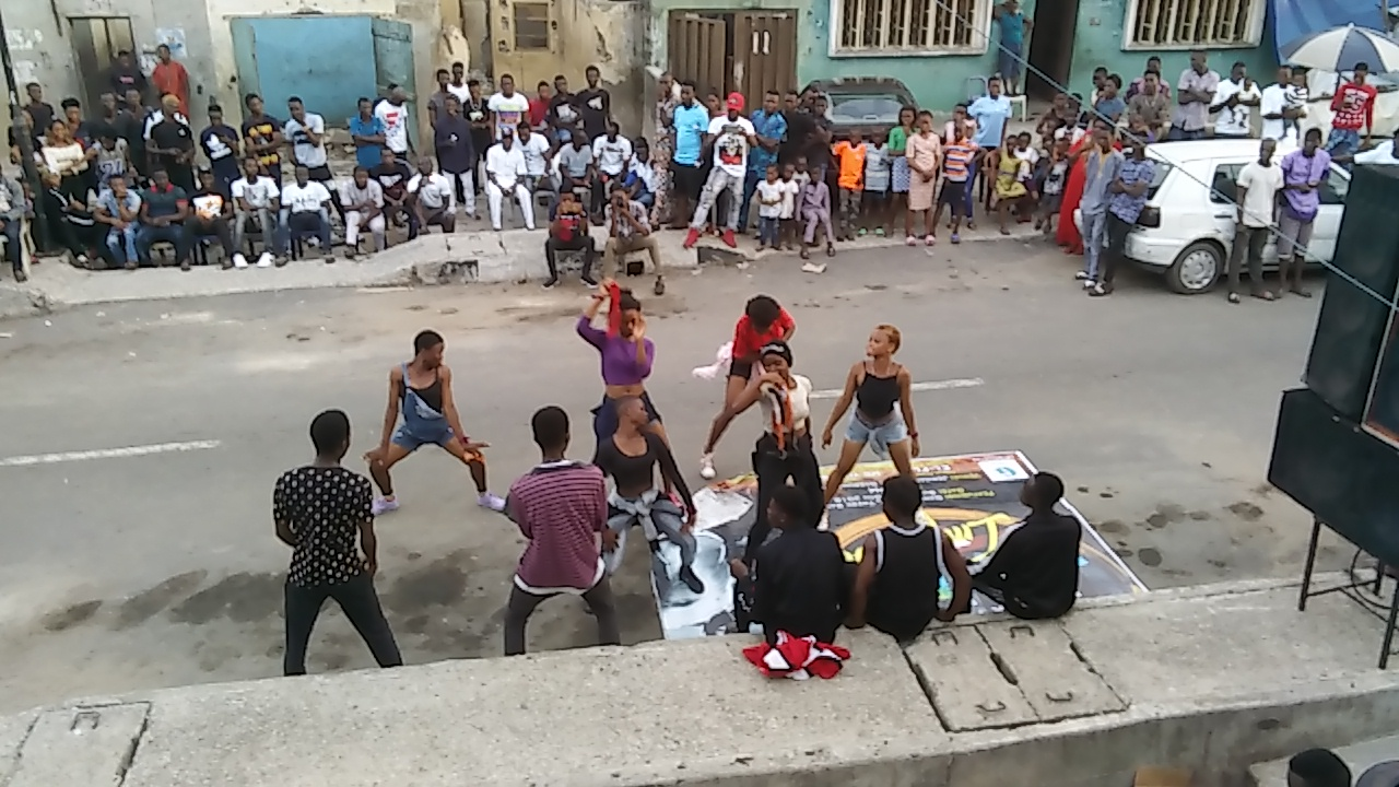 OMG! TEENAGERS GO NAKED DANCING TO OLAMIDE'S SCIENCE STUDENT…